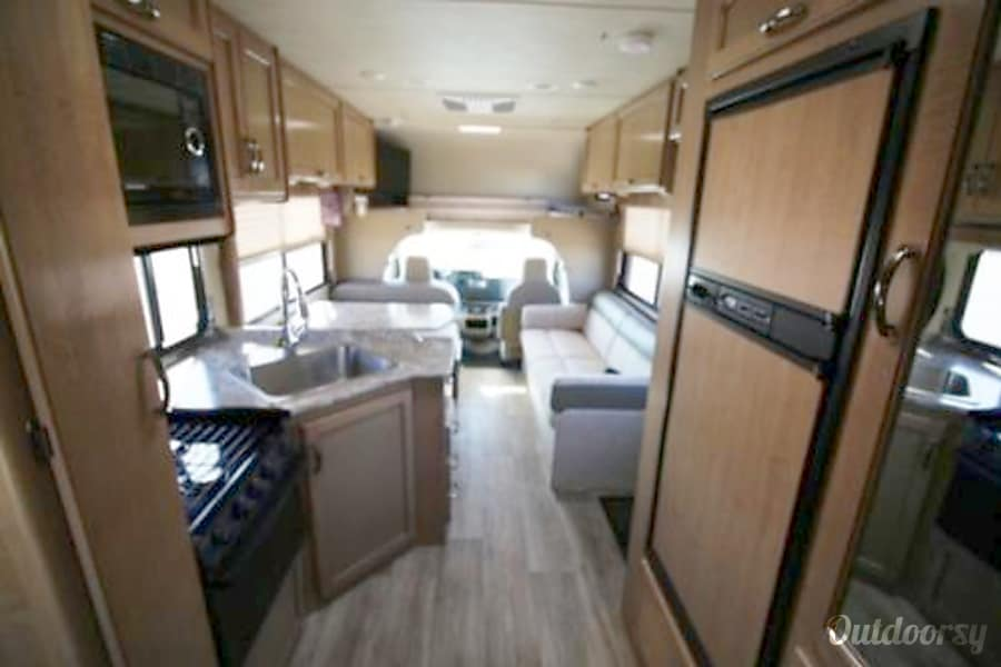 interior 2018 Thor Motor Coach Freedom Elite Lafayette, CO
