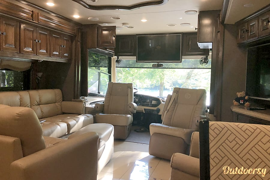 2015 Tiffin Motorhomes Allegro Bus Portland, OR