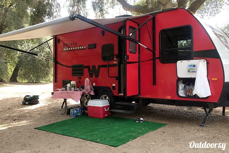 exterior 2016 Winnebago Micro Minnie 2106FBS Long Beach, CA