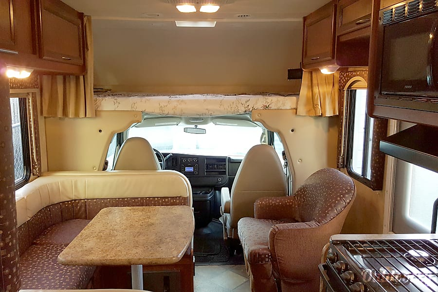 interior 2014 Thor Motor Coach Freedom Elite Bronx, NY