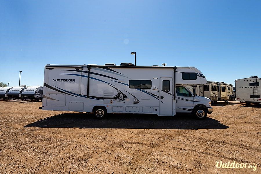exterior 2019 Forest River Sunseeker 3010 Aurora, CO