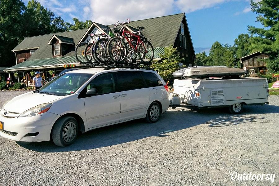 exterior Coleman Fleetwood Yuma Pop-Up Camper White Plains, NY