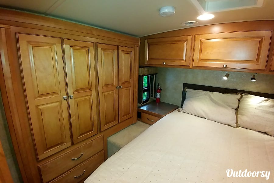 interior 2014 Winnebago Aspect Hamilton, ON