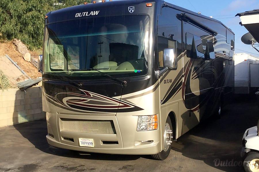 exterior 2016 Thor Motor Coach Outlaw National CityNationa, CA