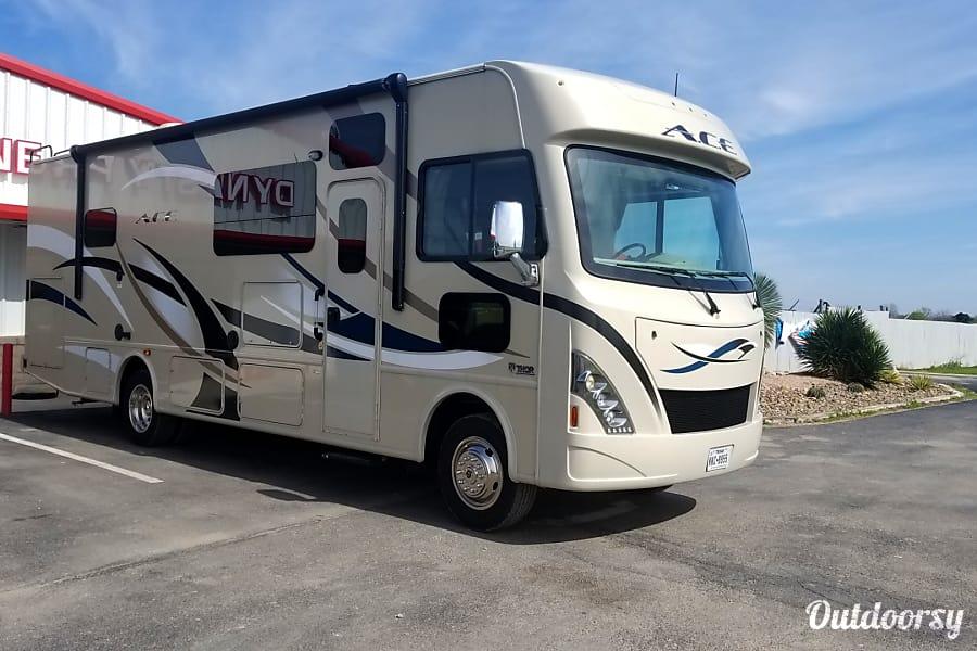 2017 Thor Motor Coach A.C.E Seguin, TX