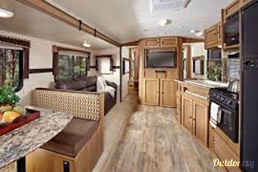 2014 Cruiser Rv Corp Shadow Cruiser Red Deer, AB