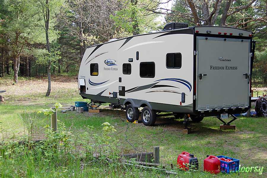 exterior 2015 Coachmen Freedom Express Raton, NM