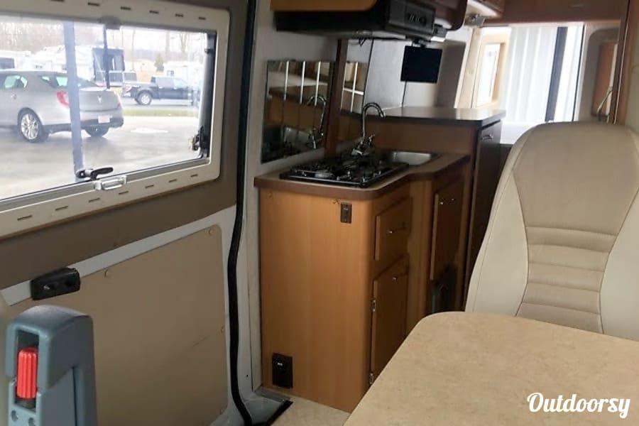 """interior 2006 Gulf Stream Vista Cruiser """"Vanna White"""" Cleveland, OH"""