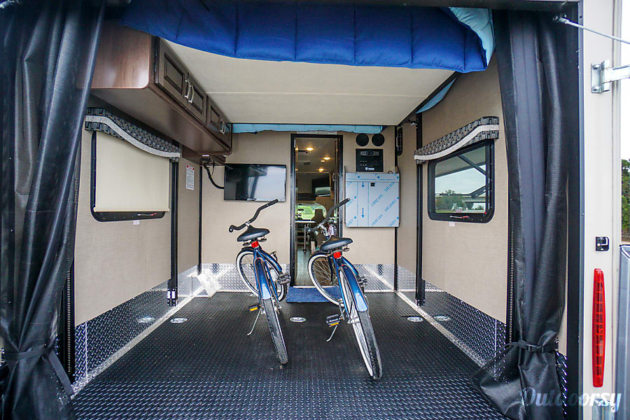2018 Thor Motor Coach Outlaw Motor Home Toy Hauler Rental In
