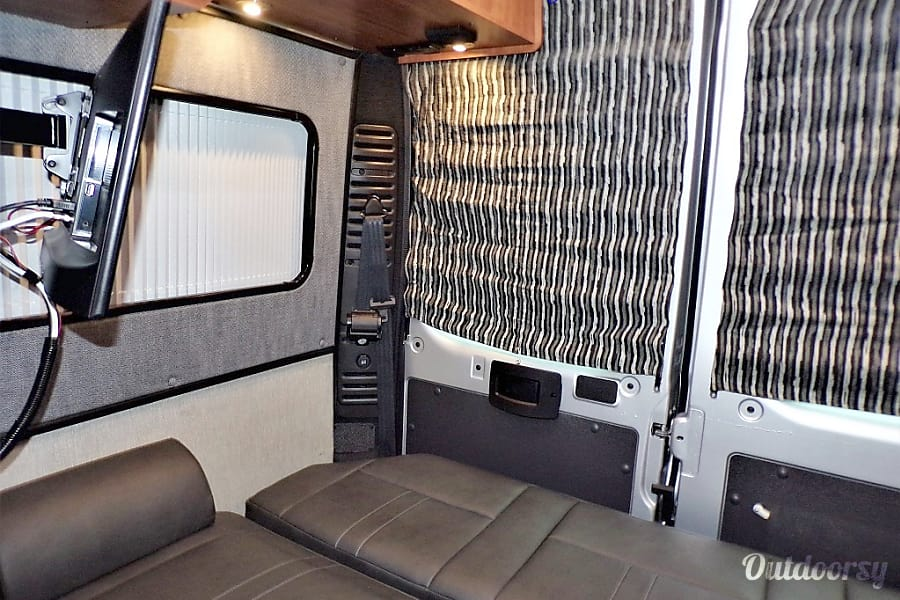 interior 2018 SIMPLICITY srt. Blinker activated camera viewing, 175 a day / FREE WiFi,NETFLIX,YouTube = LUXURY  for Less Long Beach, CA