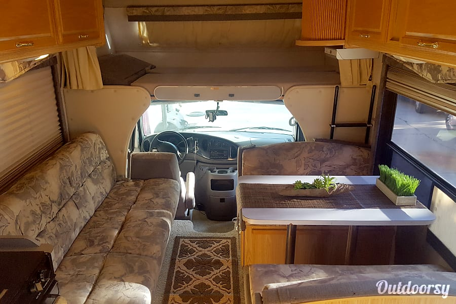 2005 Fleetwood Jamboree Sport Motor Home Class C Rental In