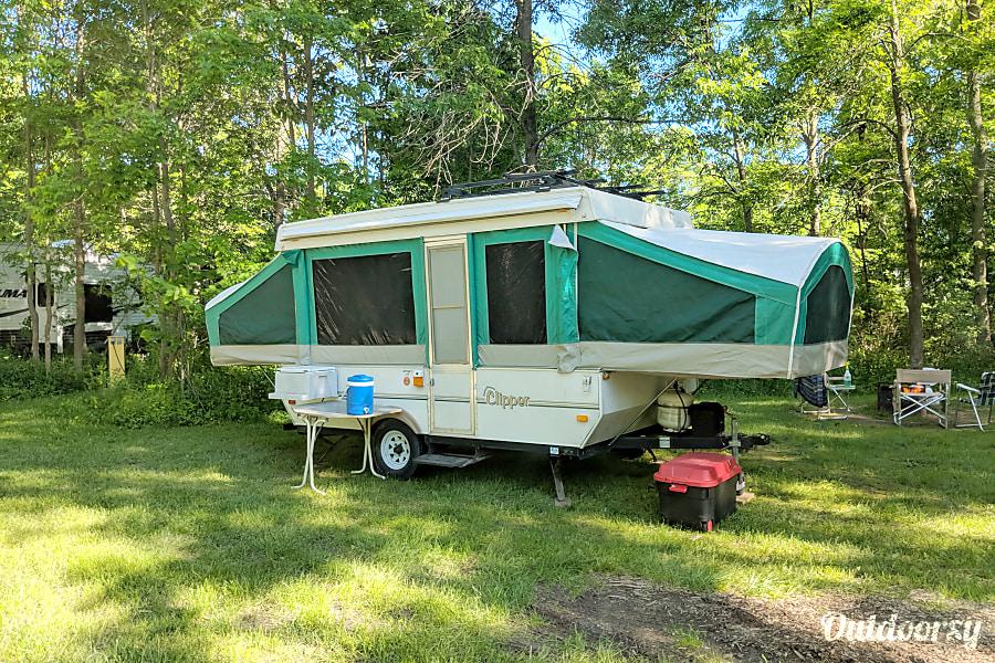 exterior 2005 Coachmen Clipper Belleville, ON