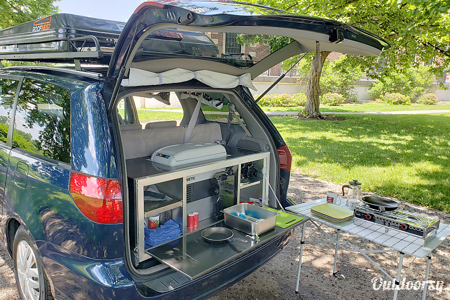 Toyota Camper Minivan - Seats 5, Sleeps 4 Chicago, IL