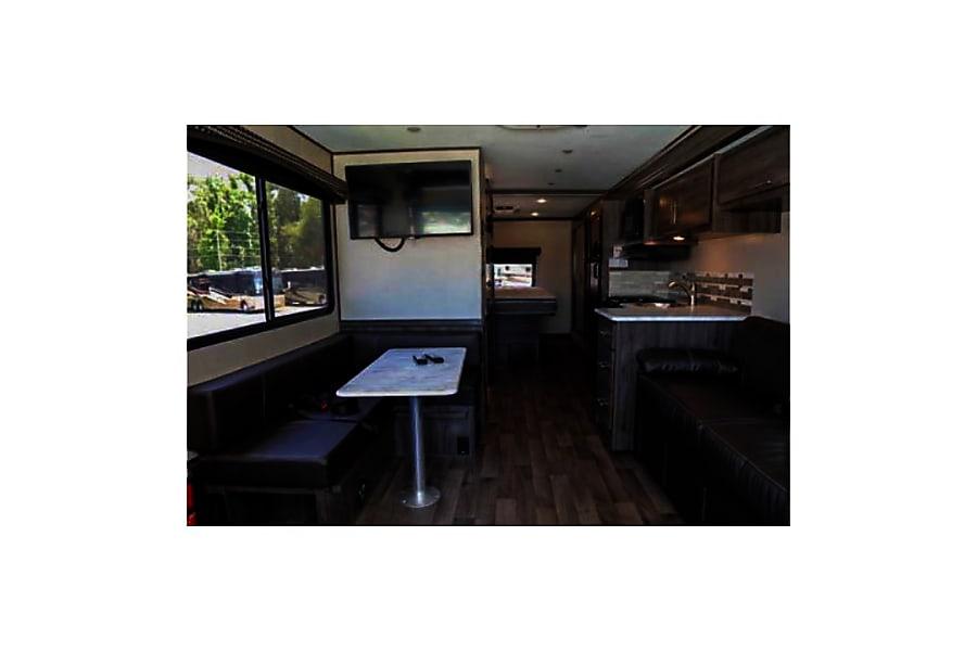 interior 2018 Fleetwood Axon 29M Wildwood, FL