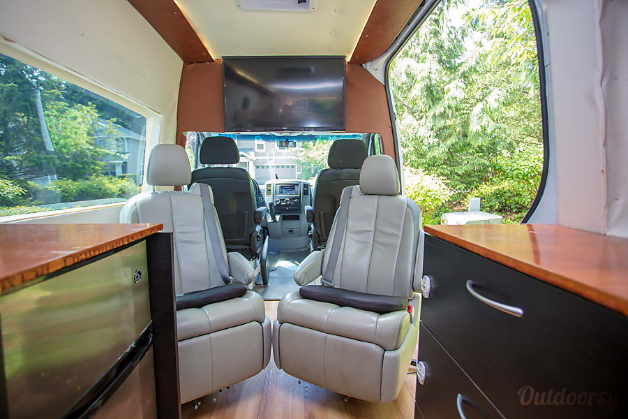 2010 Mercedes Benz Sprinter Motor Home Camper Van Rental