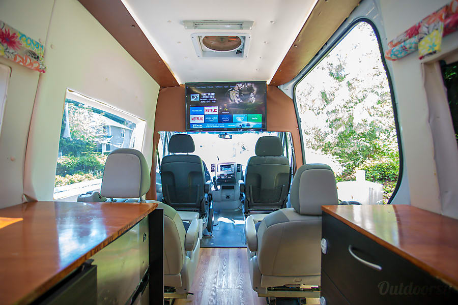 Portland Mercedes Benz Sprinter Luxury Limo/RV Seats 8 Sleeps 8 Portland, OR