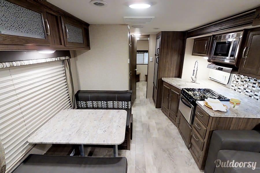 interior 2019 Coachmen Apex Saratoga Springs, UT