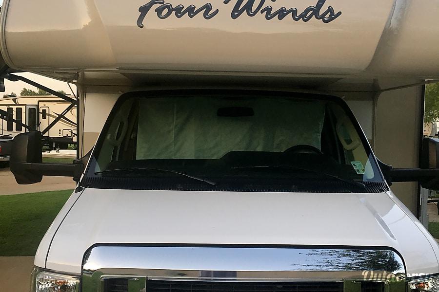 exterior 2018 Ford Thor Fourwinds Dallas, TX