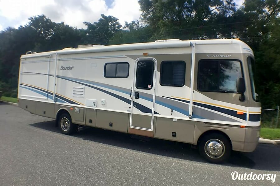 2005 Fleetwood Bounder Motor Home Class A Rental In Orange Park Fl