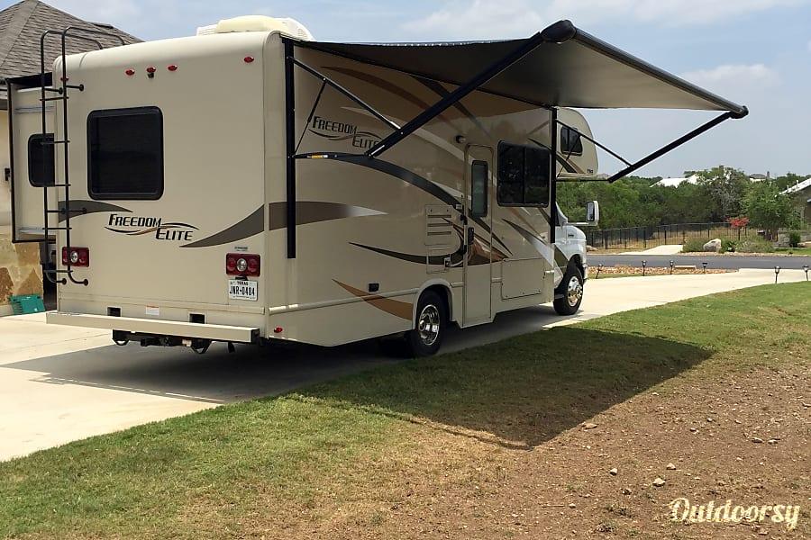 exterior 2017 Thor Motor Coach Freedom Elite New Braunfels, TX