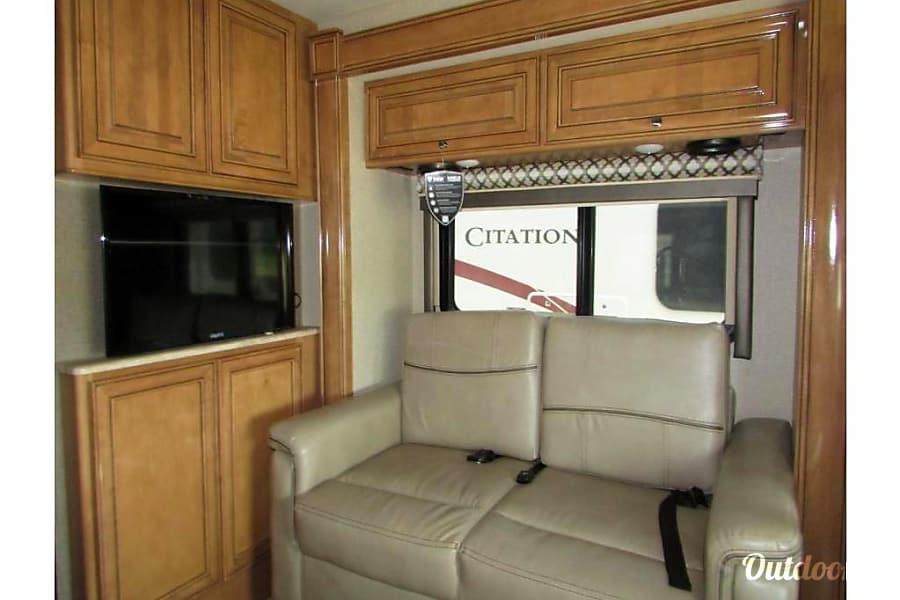 2017 Thor Motor Coach Chateau Citation Sprinter Addison, IL