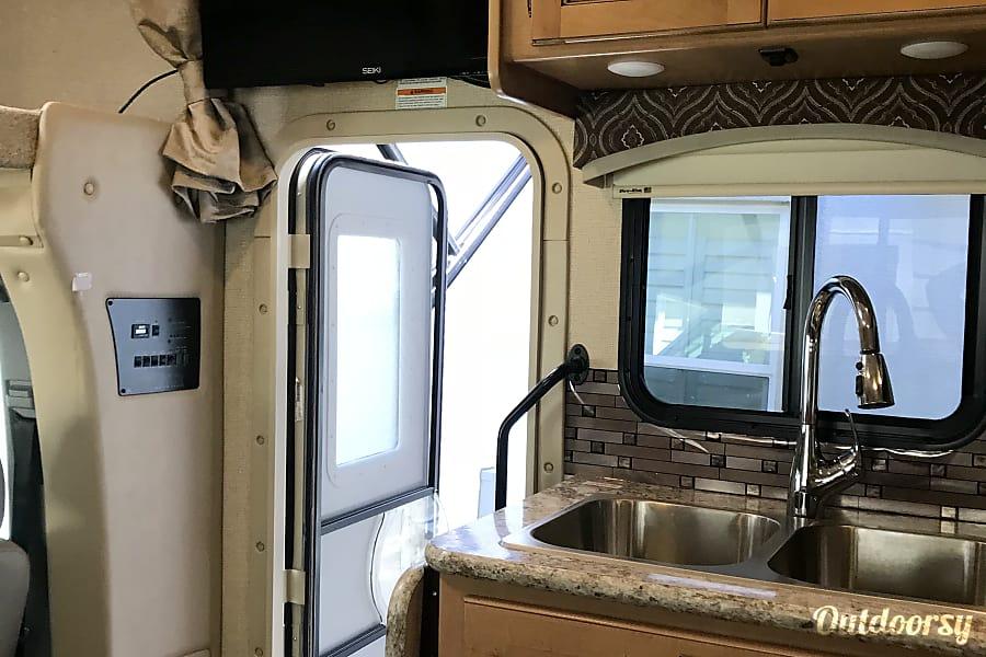interior 2017 Thor Motor Coach Chateau San Ramon, CA