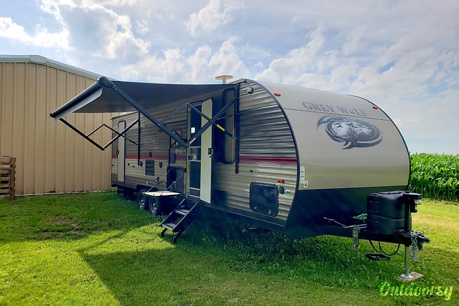 exterior Military and First Responder discount available.  2018 Glamping Made Easy.  Grey Wolf 26DBH Manteno, IL