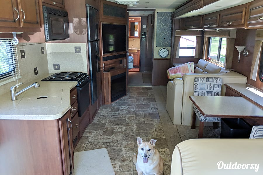interior 2013 Fleetwood Bounder 35K Cottage Grove, WI