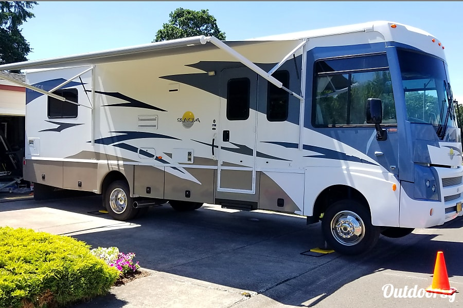 2008 Itasca Sunova Motor Home Class A Rental In Molalla