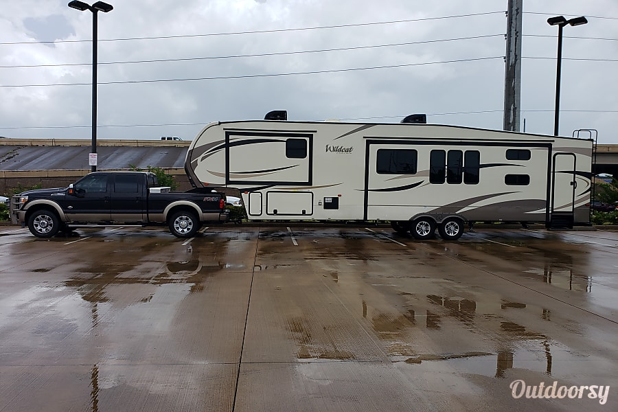 2017 forest river wildcat fifth wheel rental in odessa tx outdoorsy. Black Bedroom Furniture Sets. Home Design Ideas