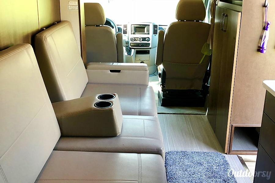 Leisure Travel Vans For Rent >> 2017 Leisure Travel Unity Motor Home Class C Rental In Rohnert Park