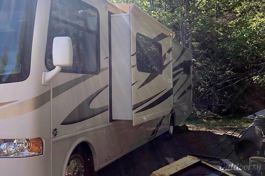 exterior 2010 Thor Motor Coach Hurricane  (Engish / Francais) DIeppe, NB