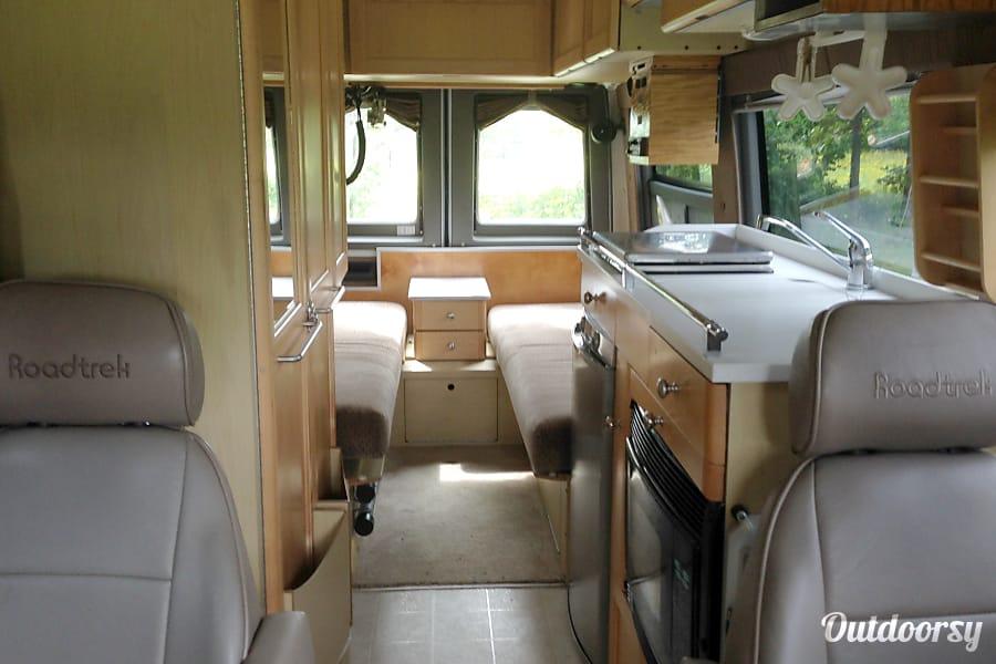 interior 2006 Roadtrek 2500 Adventurous Ulster, PA