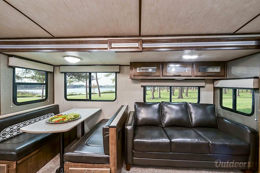 interior Cruiser Radiance-Sleeps 8-Very Clean! Mt Juliet, TN