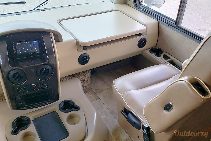 interior 2017 Thor Motor Coach Challenger San Antonio, TX