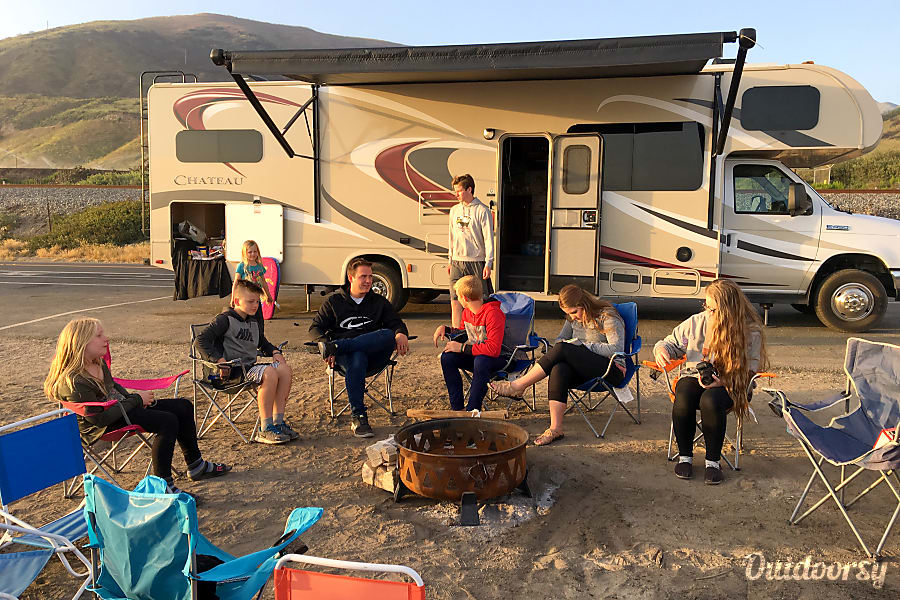exterior 2015 Thor Motor Coach Chateau Desert Hot Springs, CA