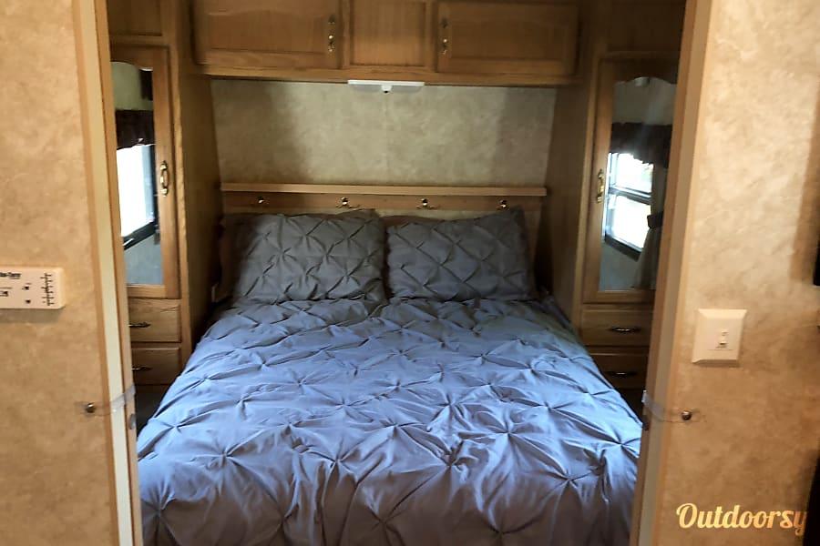 interior 2006 Forest River Salem 33 Ft Camper Delaware, OH