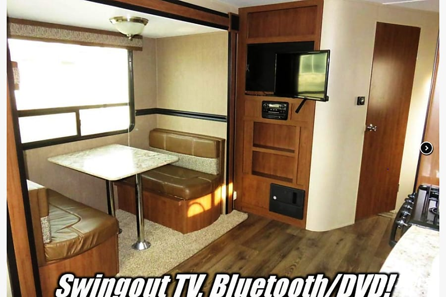 interior 2015 Dutchman Aspen Trails Travel Trailer Kalamazoo, MI