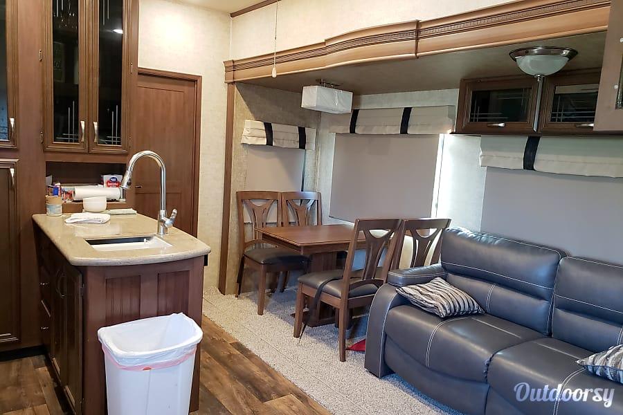 interior 2017 Forest River Sandpiper Alice, TX