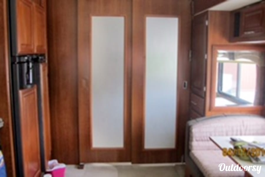 interior 2007 Fleetwood Discovery 39V Troy, MO