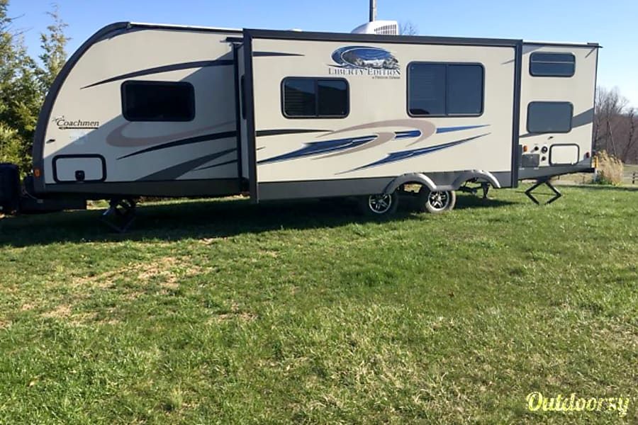 exterior 2016 Coachmen Freedom Express Kitts Hill, OH