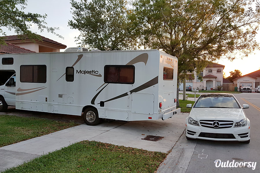 exterior 2008 Thor Motor Coach Four Winds Majestic Homestead, FL