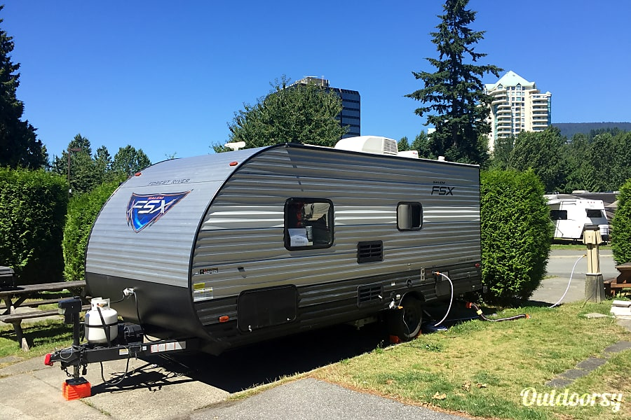 exterior COUPLES CAMPER - 2018 Salem FSX Huntsville, ON
