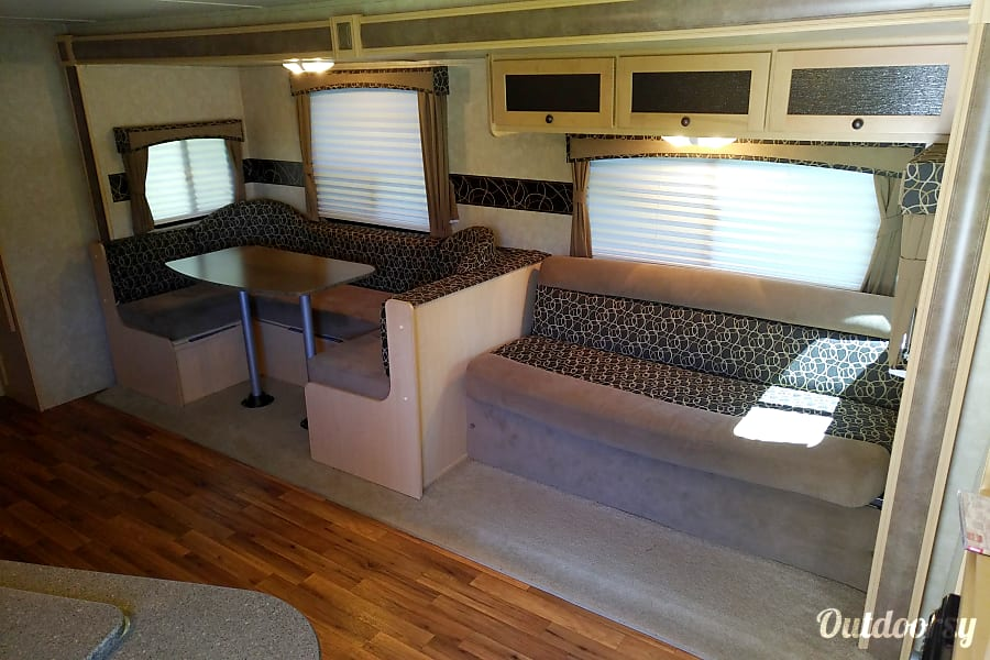 2012 Cruiser Rv Corp Shadow Cruiser Steinbach, MB