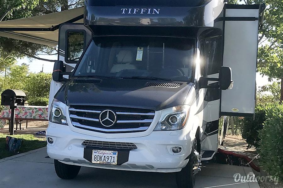 Dig This Rig!  2018 Tiffin Wayfarer San Diego, CA