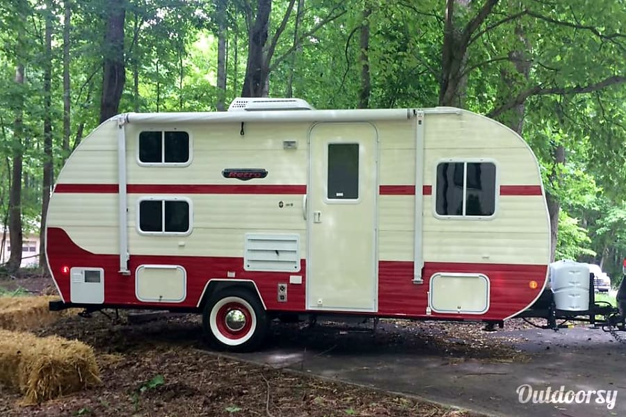 exterior 2016 Riverside RV Whitewater Retro Harwood, MD
