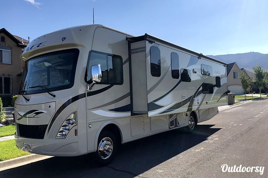 exterior 2016 Thor Motor Coach A.C.E Saratoga Springs, UT