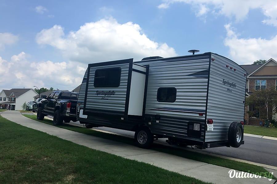 exterior 2019 Keystone Springdale Mini 1760BH Rolesville, NC