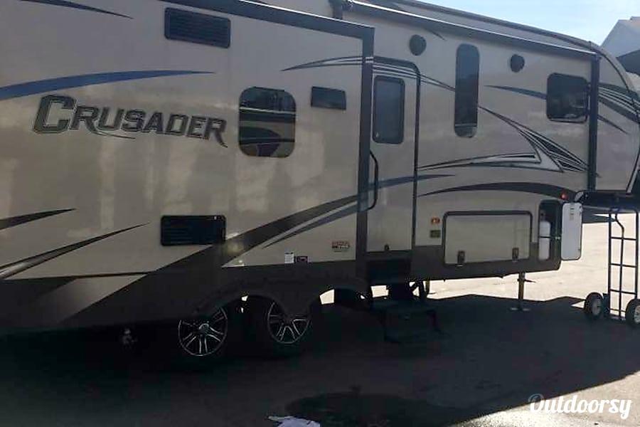 2017 Prime Time Crusader Fifth Wheel Rental In Tucson Az