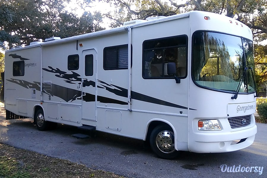 exterior ☆☆☆ COMFORTABLE FAMILY RV WITH LOTS OF SPACE ☆☆☆ Miami, FL